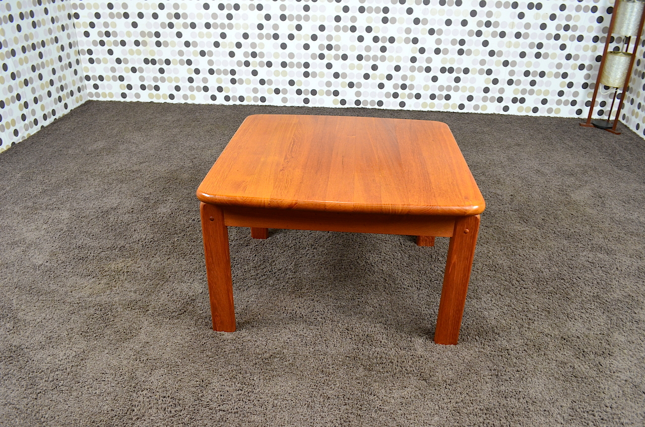 Table basse carr e scandinave en teck massif vintage 1965 for Table basse en teck massif