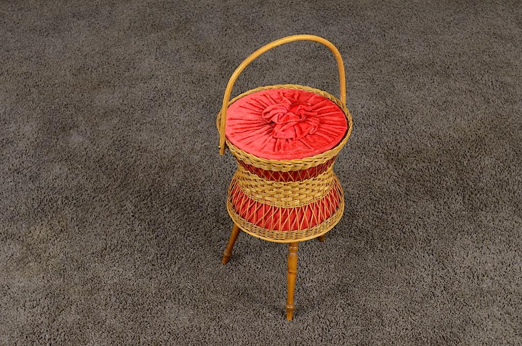 Travailleuse boite couture pieds compas vintage 1960 for Travailleuse boite couture sur pied