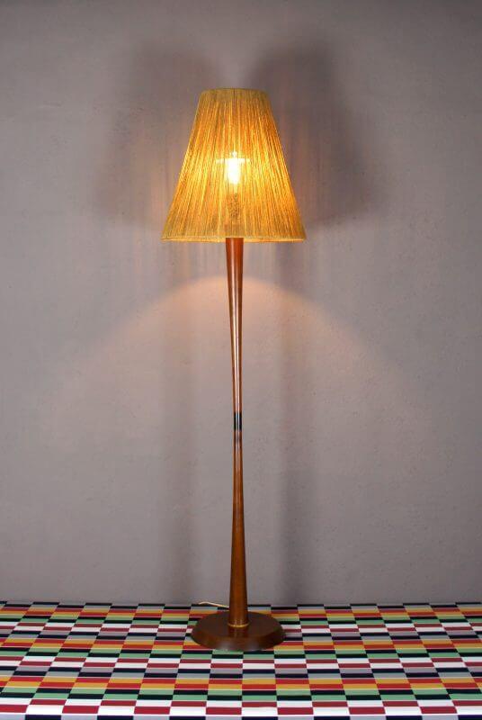 lampadaire design scandinave en teck vintage 1960 design vintage avenue. Black Bedroom Furniture Sets. Home Design Ideas