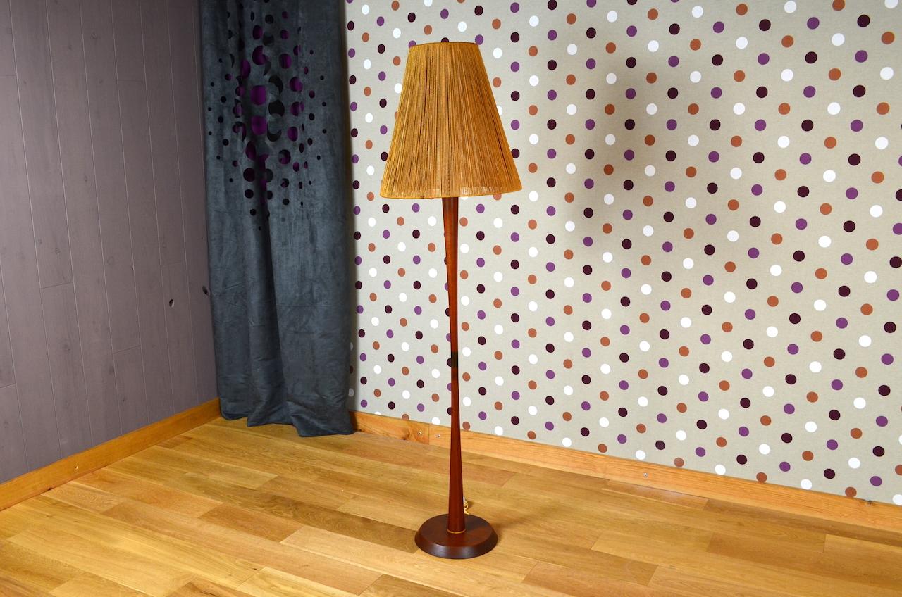 lampadaire design scandinave en teck vintage 1960. Black Bedroom Furniture Sets. Home Design Ideas