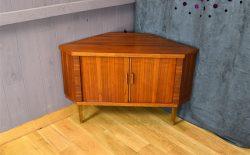 Meuble d'Angle Design Scandinave en Noyer Vintage 1960 - A1773