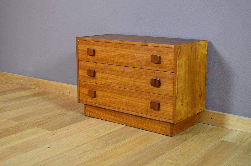 commode design scandinave en teck blond vintage 1968. Black Bedroom Furniture Sets. Home Design Ideas