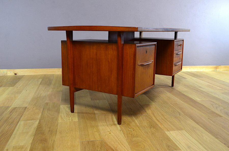 bureau design scandinave en teck swiss teak vintage 1960. Black Bedroom Furniture Sets. Home Design Ideas
