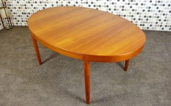 Table Ovale Scandinave en Teck Vintage 1960 de Harry Ostergaard