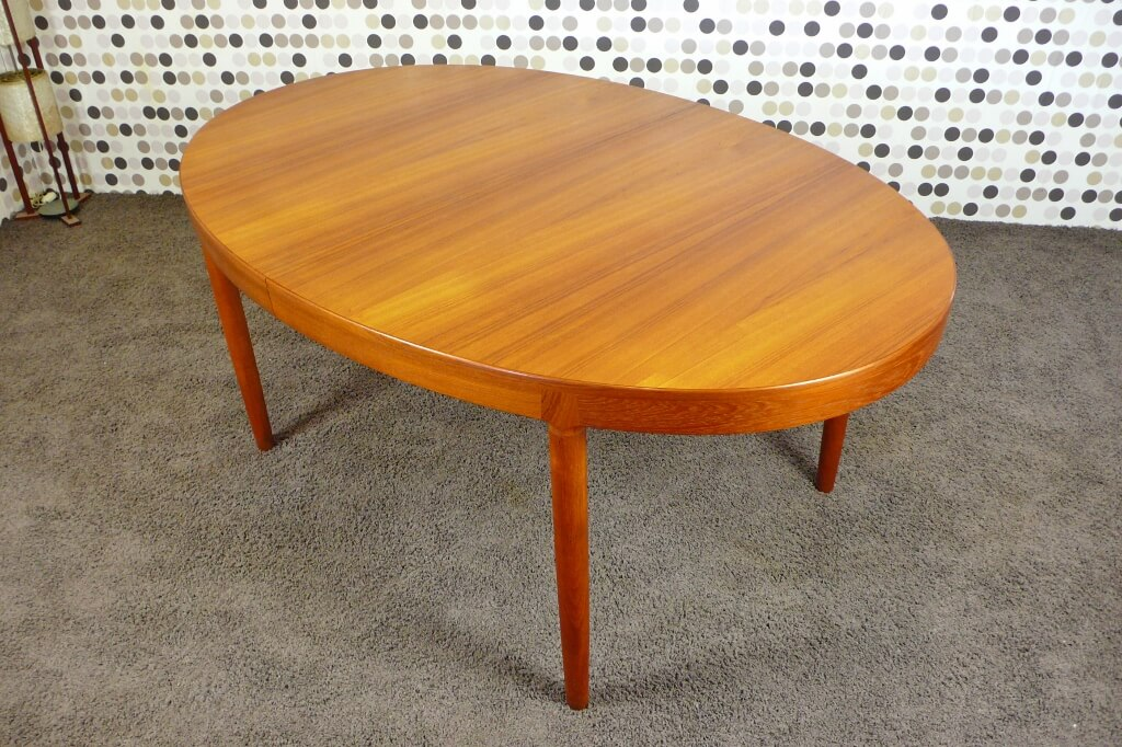 Table ovale scandinave en teck vintage 1960 de harry for Table scandinave en teck