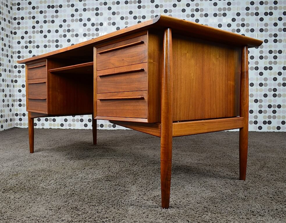 bureau scandinave en walnut arne vodder vintage 1960. Black Bedroom Furniture Sets. Home Design Ideas