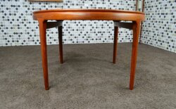 Table Scandinave en Teck Arne Ovmand Olsen Vintage 1960