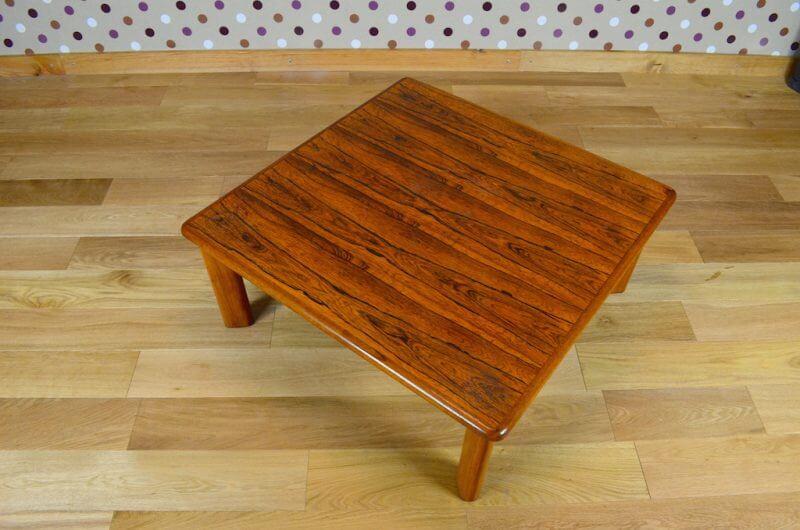 table basse de salon scandinave en palissandre de rio vintage 1960 design vintage avenue. Black Bedroom Furniture Sets. Home Design Ideas