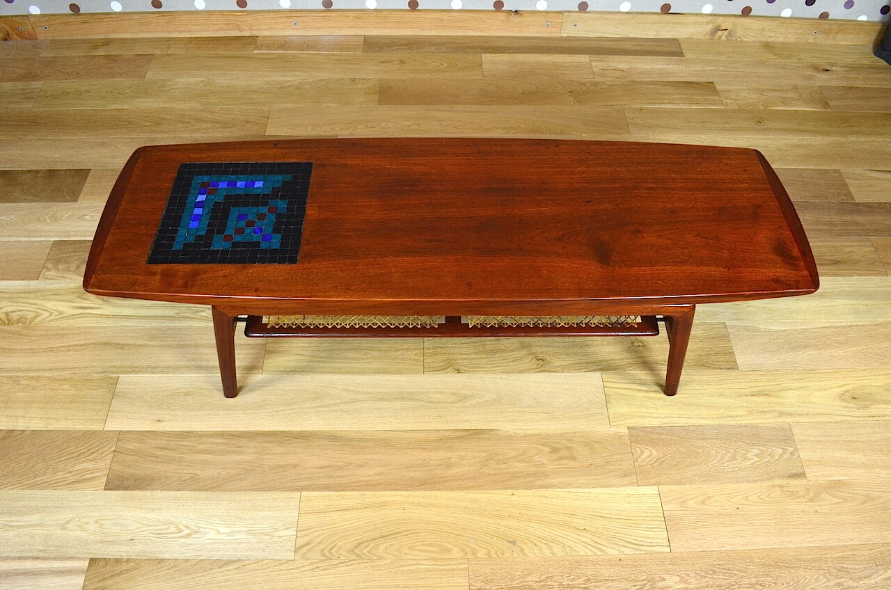 Table basse scandinave en teck a hovmand olsen vintage for Meuble scandinave table basse