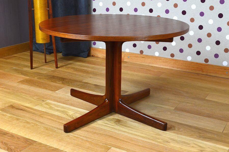 table basse ronde design scandinave en teck vintage 1960. Black Bedroom Furniture Sets. Home Design Ideas