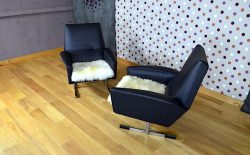Paire de fauteuils en Skaï design vintage rétro année 1960