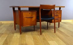 Bureau Design Scandinave en Teck Swiss-Teak Vintage 1960