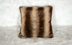 Coussin Design Fourrure Brun Sauvage Made in France