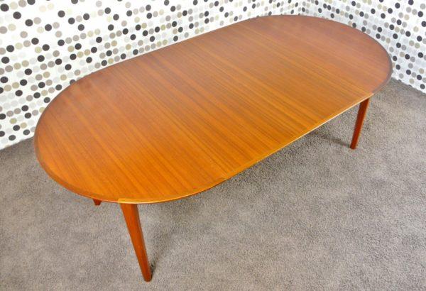 Table Danoise en Teck Ole Hald 1960 Gudme Mobelfabrik