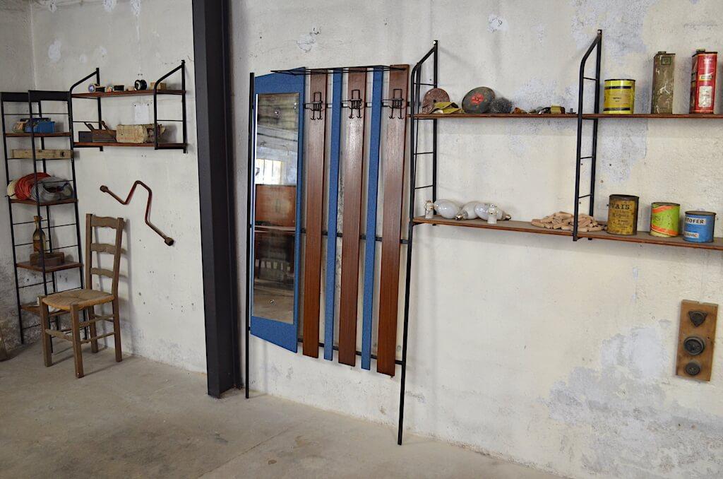 vestiaire design vintage et industriel ann e 1950. Black Bedroom Furniture Sets. Home Design Ideas